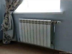 Алюминиевый радиатор в спальне