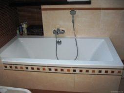Прямая ванна в доме