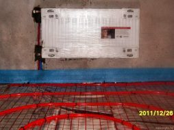 Радиатор и теплый пол в комнате