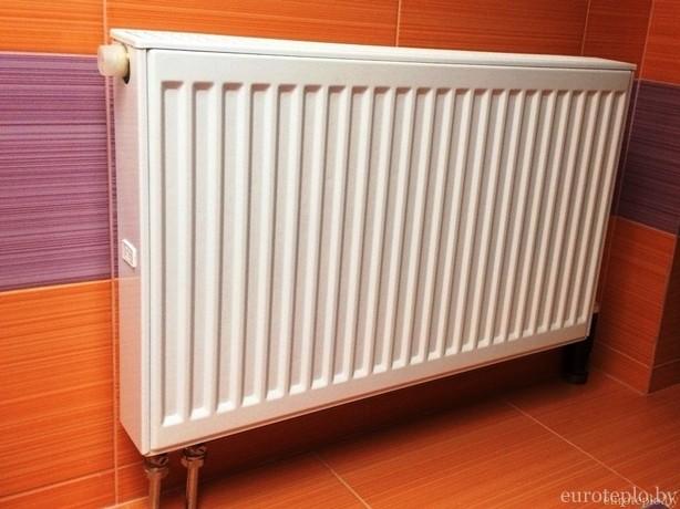 stalnoy-radiator-v-sanuzle